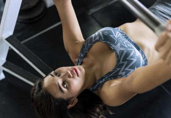 中区上前津パーソナルジム 大胸筋を鍛える女性