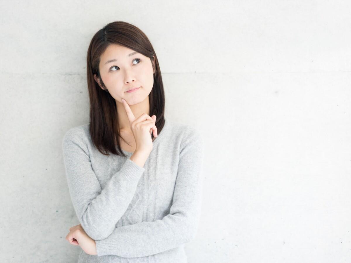 名古屋市中区_パーソナルジム_何かを考えている女性