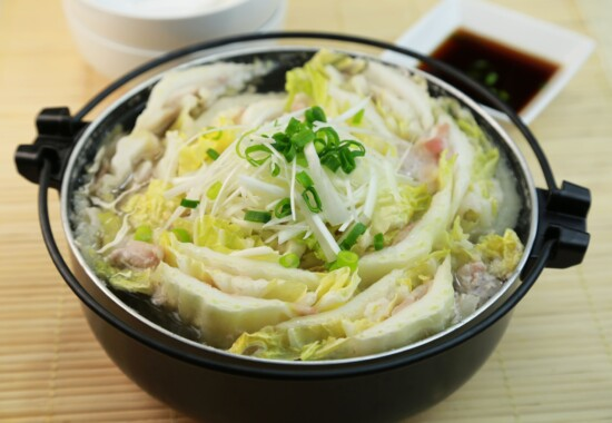 名古屋市中区_パーソナルジム_ぐつぐつ白菜を煮込んでいる写真