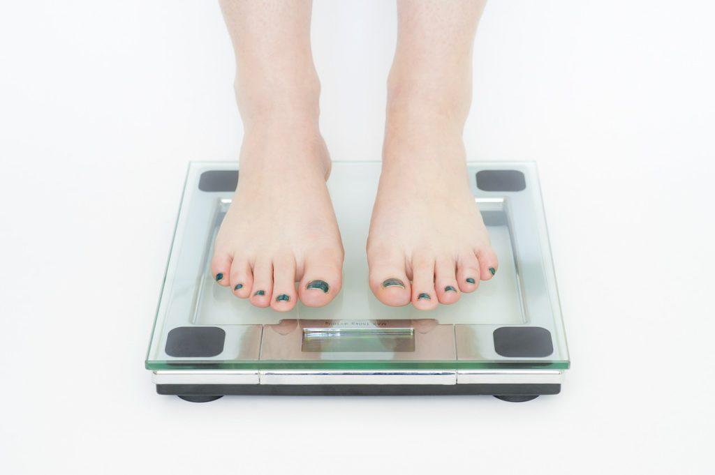 体重測定をしている写真