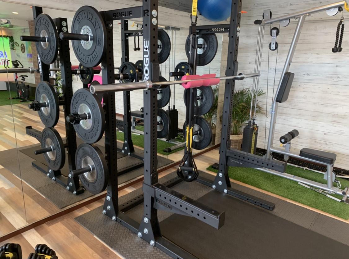 天白区パーソナルジムリアのトレーニングマシンの写真