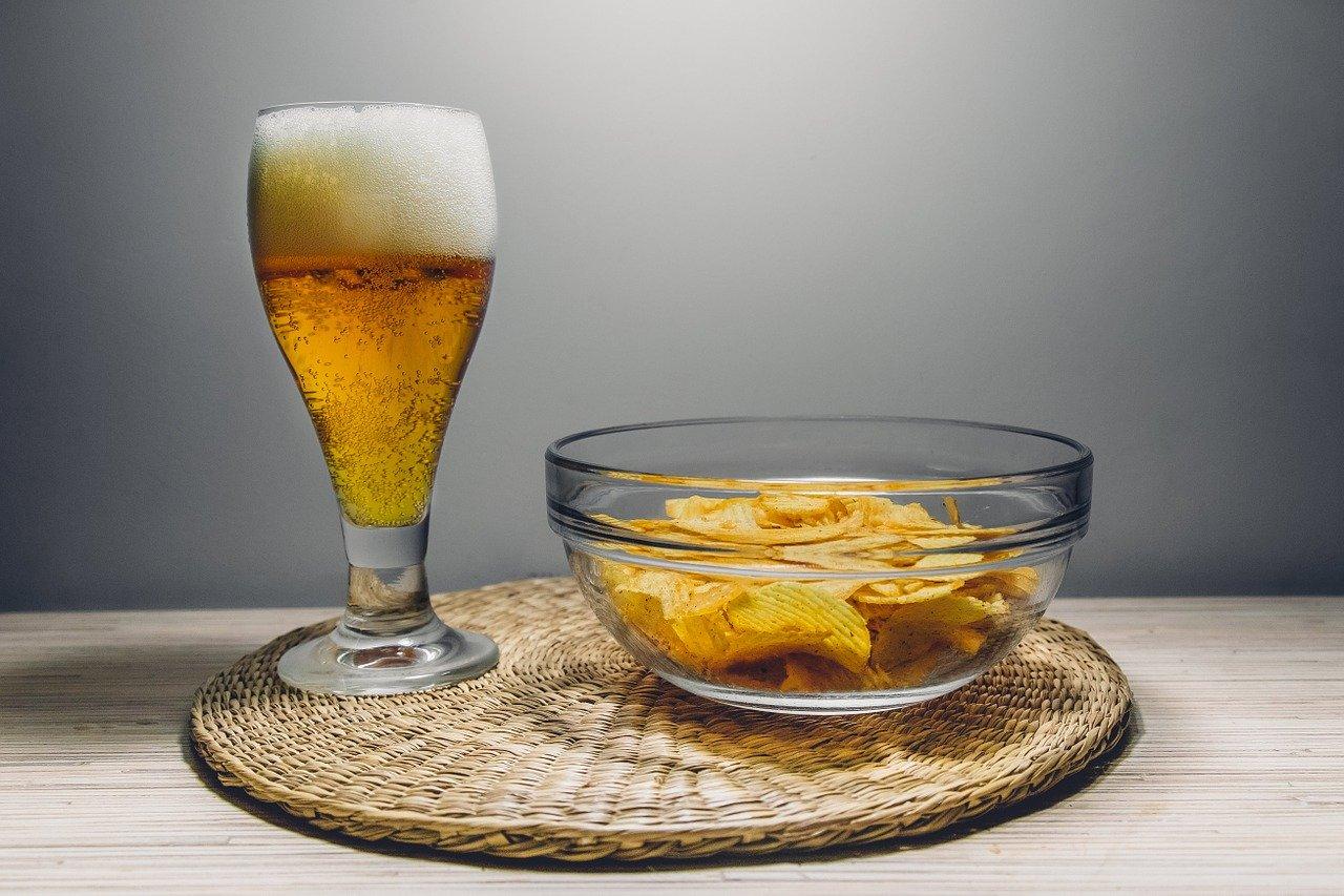 ビールとおつまみの写真