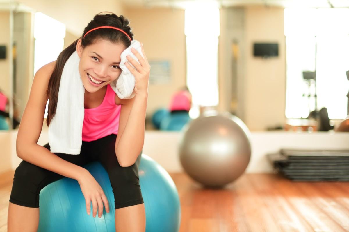 天白区 パーソナルジム でトレーニングしている女性