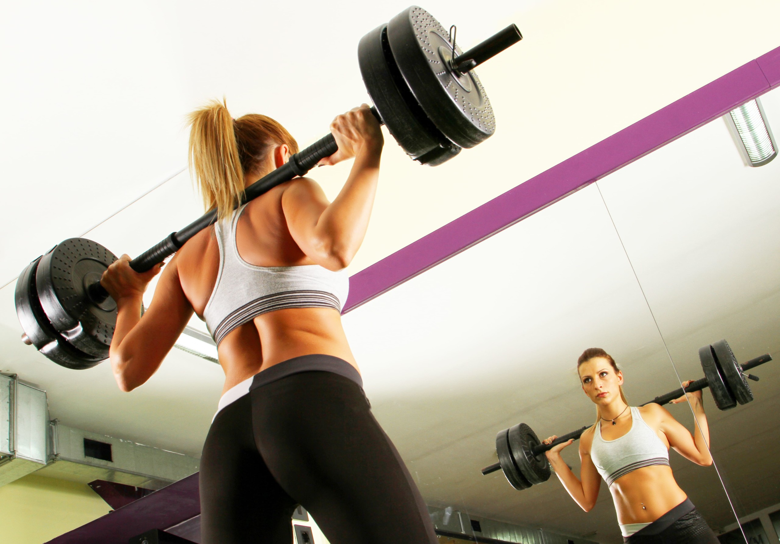 女性がトレーニングしている風景