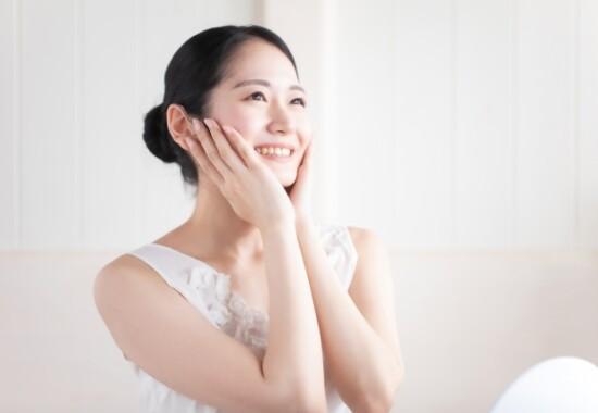 四日市 パーソナルジム で女性が笑顔でポーズする写真