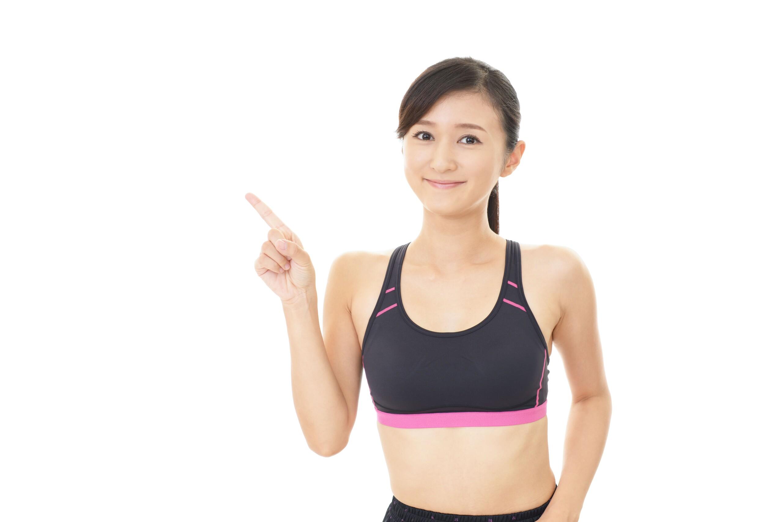 二の腕を引き締める為のおすすめなトレーニング法とは!女性が何かを教えている写真